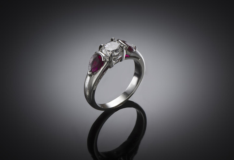 Bague diamant brillant (certificat GIA – Blanc exceptionnel) et rubis-2