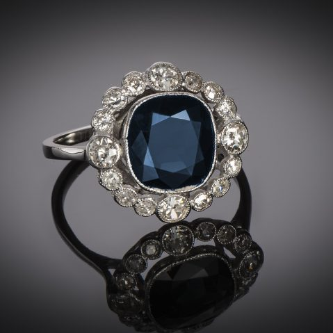 Bague Art Déco saphir (3 carats) diamants (1 carat)