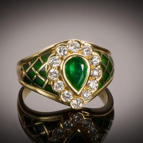 Bague vintage émaillée émeraude diamants