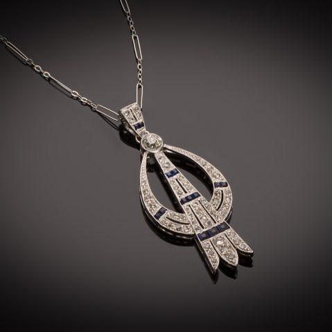 Pendentif et sa chaîne diamants saphirs calibrés Art Déco
