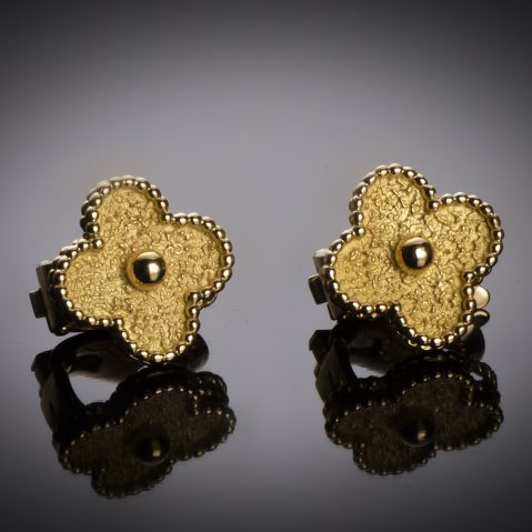 Boucles d'oreilles Van Cleef & Arpels vintage Alhambra vers 1970