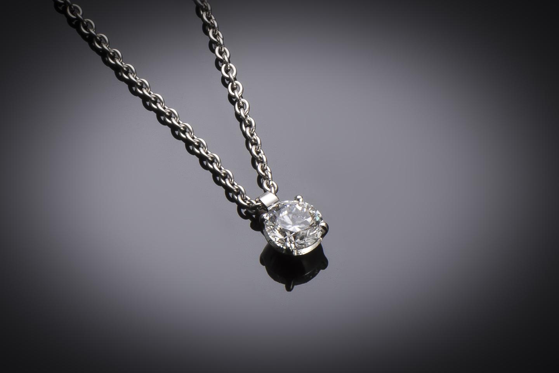Pendentif et sa chaine diamant brillant (0,80 carat – certificat GIA – Blanc exceptionnel +)-1