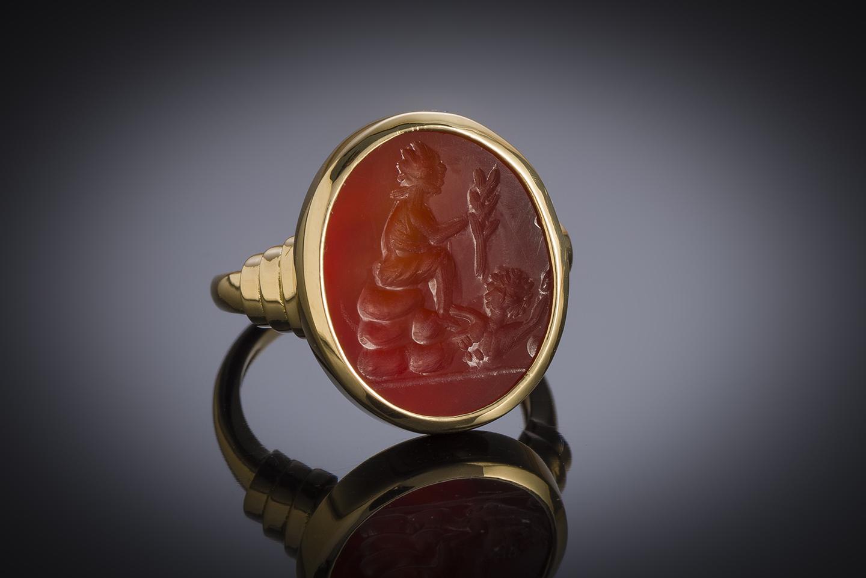 Bague intaille antique sur cornaline figurant Tychè-Fortuna-1