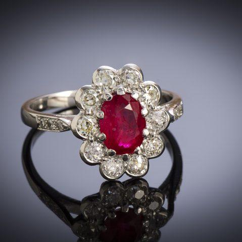 Bague vintage rubis, rouge intense (certificat laboratoire CGL) diamants, vers 1950
