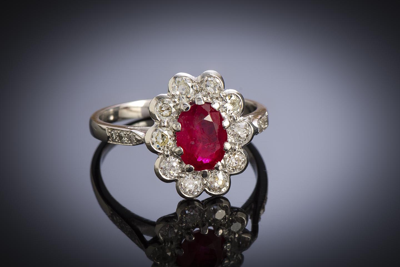 Bague vintage rubis, rouge intense (certificat laboratoire CGL) diamants, vers 1950-1