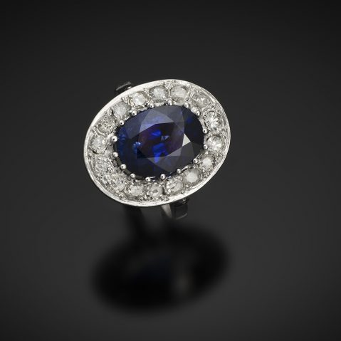 Bague Art Déco saphir 5, 12 carats, bleu intense (certificat laboratoire CGL) diamants