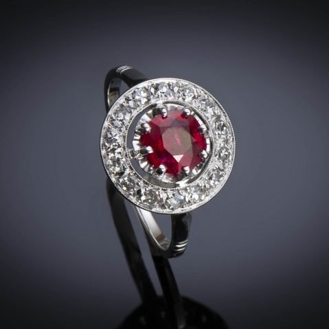 Bague Art Déco rubis birman naturel, rouge profond (certificat LFG) diamants