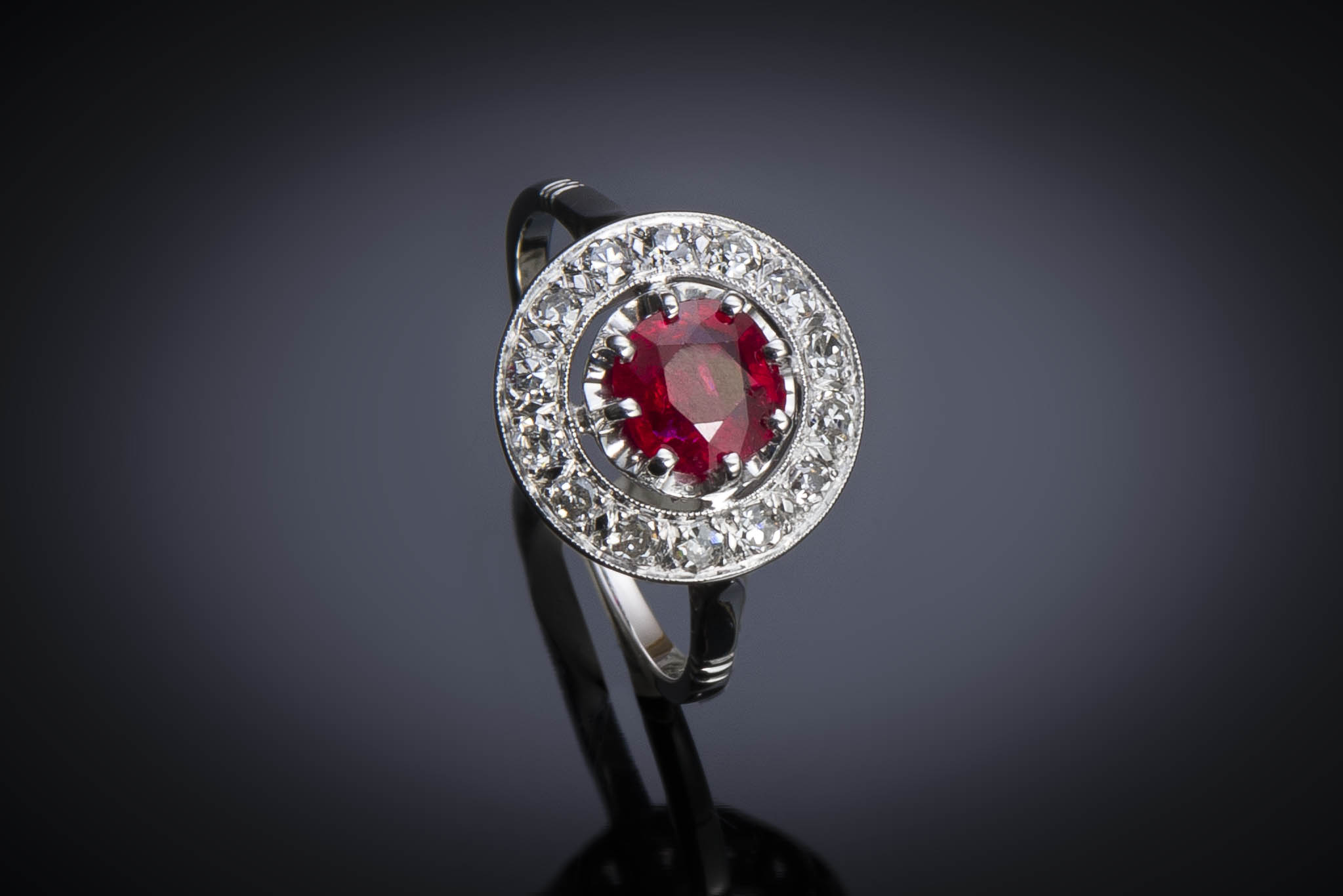 Bague Art Déco rubis birman naturel, rouge profond (certificat LFG) diamants-1