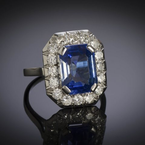 Bague Art Déco saphir naturel bleu intense (5,40 carats, certificat CGL) diamants