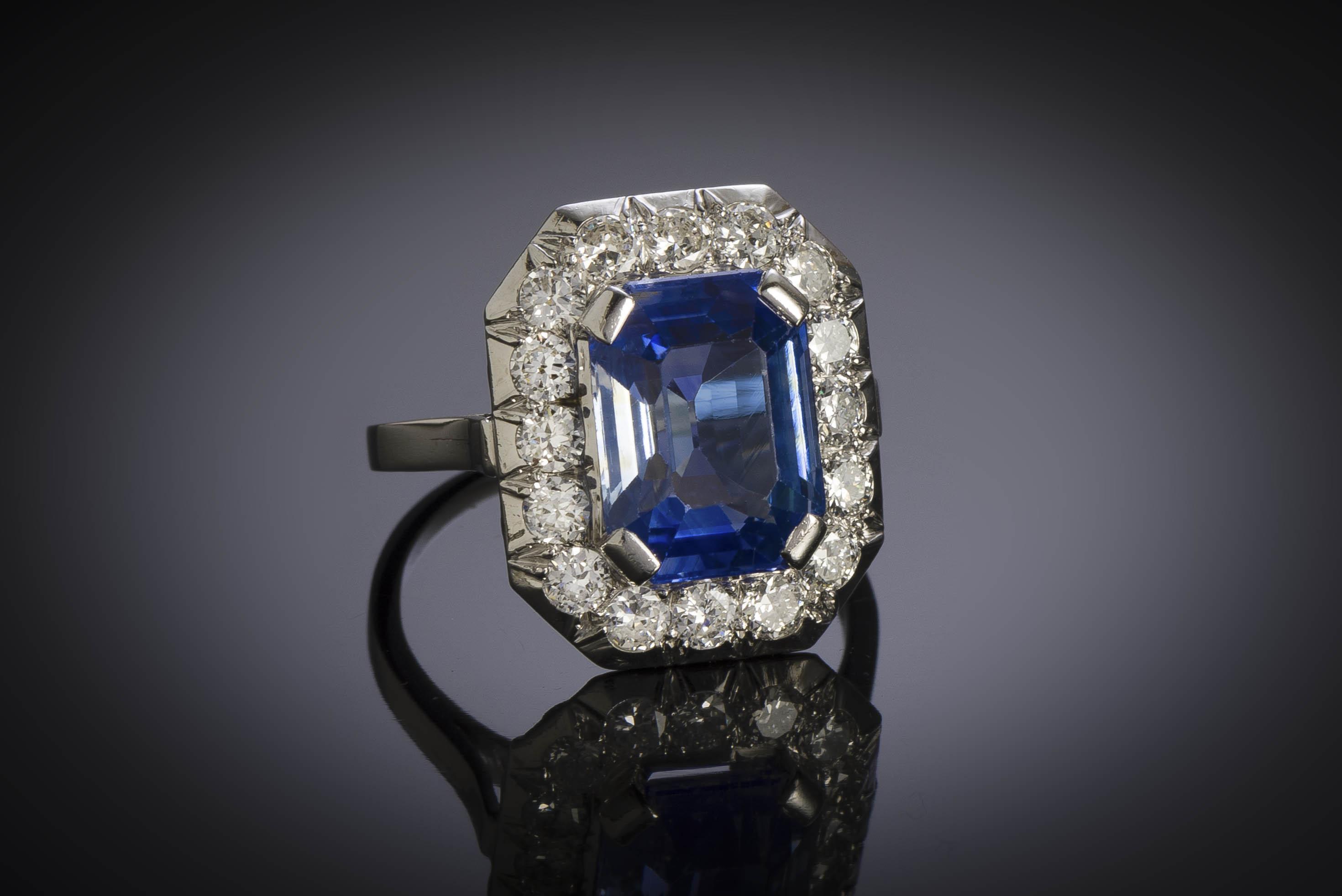 Bague Art Déco saphir naturel bleu intense (5,40 carats, certificat CGL) diamants-1