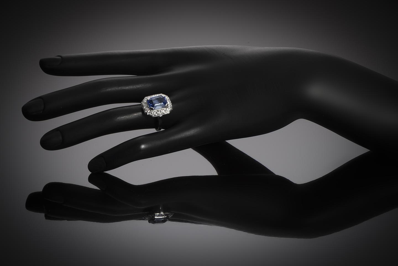 Bague Art Déco saphir naturel bleu intense (5,40 carats, certificat CGL) diamants-4
