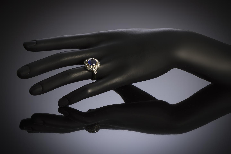 Bague saphir naturel bleu intense (3,47 carats, certificat laboratoire) diamants, début XXe siècle-3
