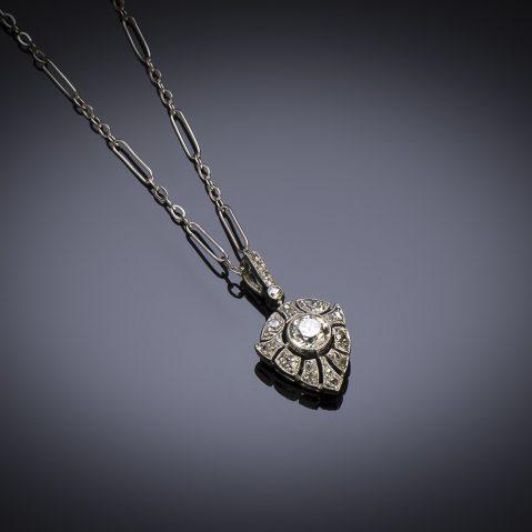Pendentif et sa chaîne Art Déco diamants