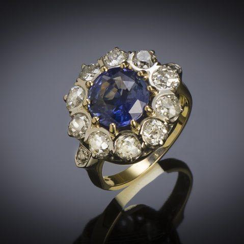Bague saphir naturel bleu intense (3,47 carats, certificat laboratoire) diamants, début XXe siècle