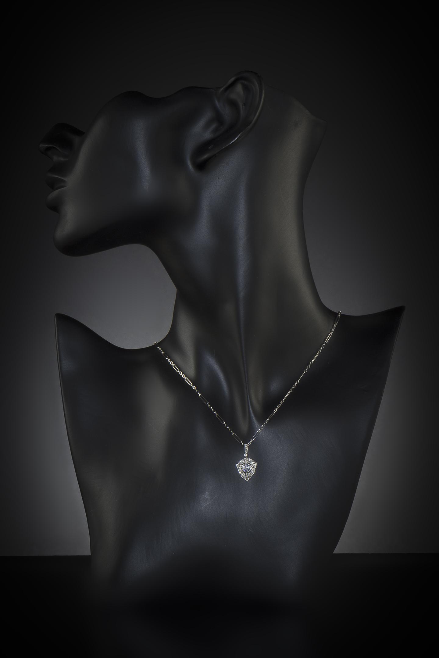 Pendentif et sa chaîne Art Déco diamants-2