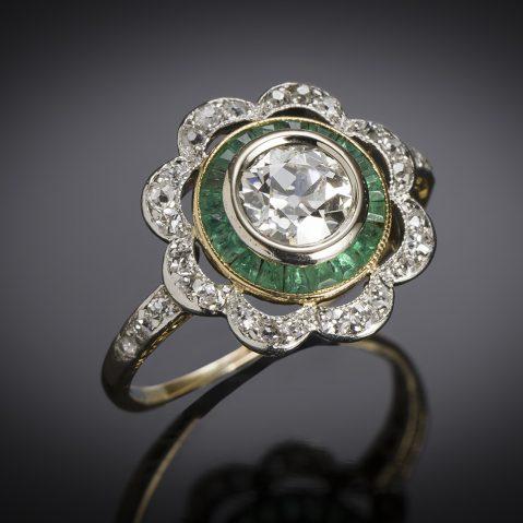 Bague vers 1925 diamants (1,20 carat) émeraudes calibrées