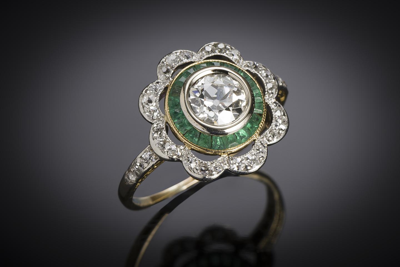 Bague vers 1925 diamants (1,20 carat) émeraudes calibrées-1