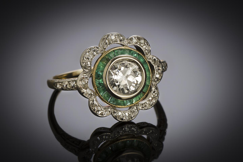 Bague vers 1925 diamants (1,20 carat) émeraudes calibrées-2