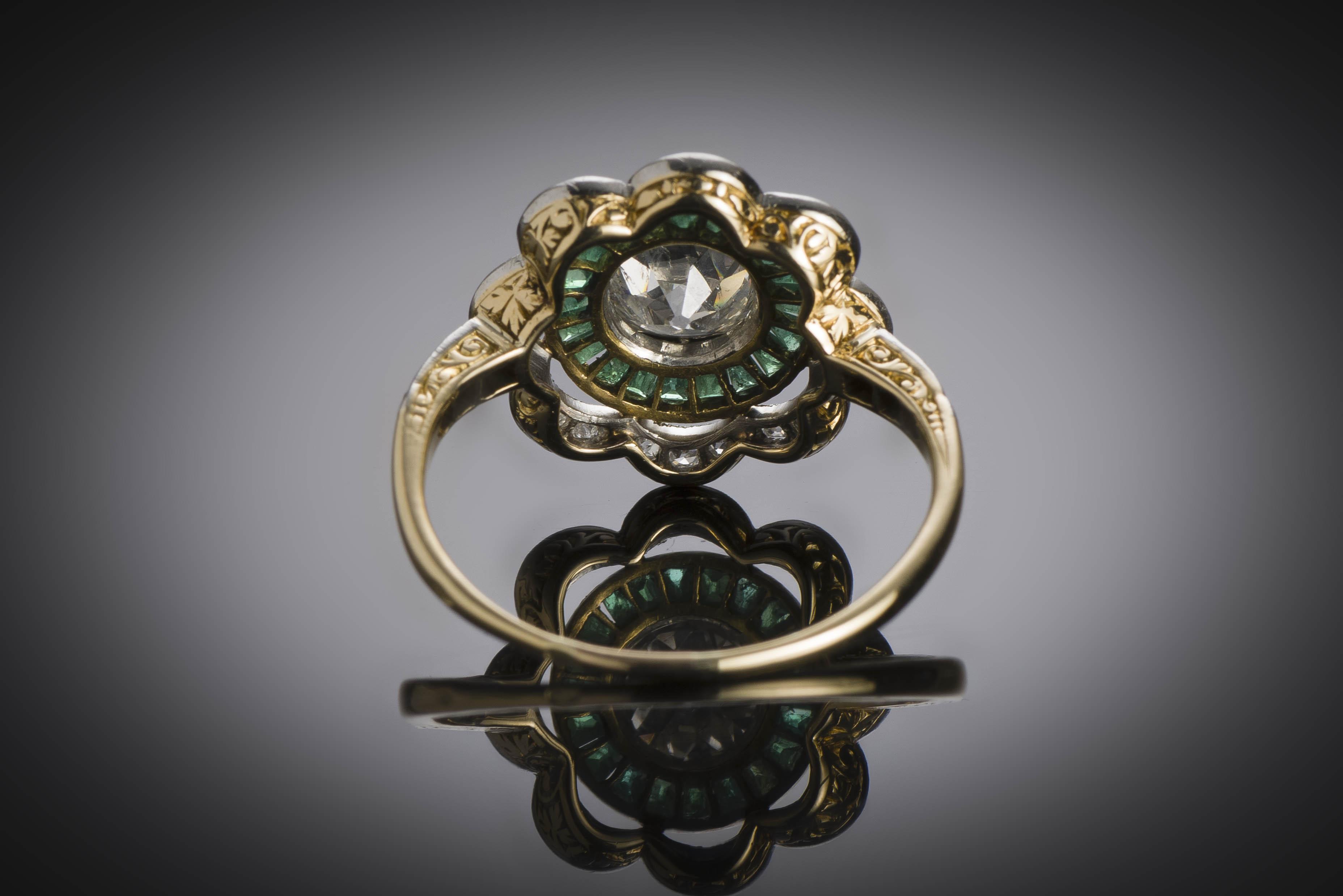 Bague vers 1925 diamants (1,20 carat) émeraudes calibrées-3