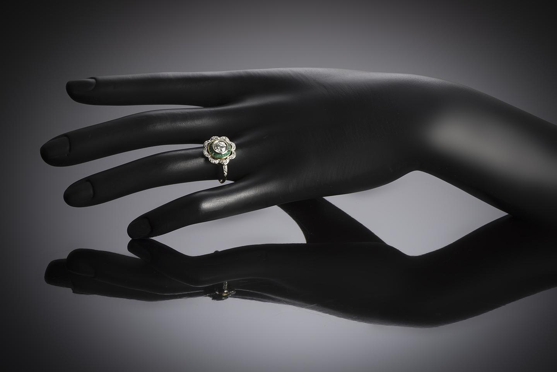 Bague vers 1925 diamants (1,20 carat) émeraudes calibrées-4
