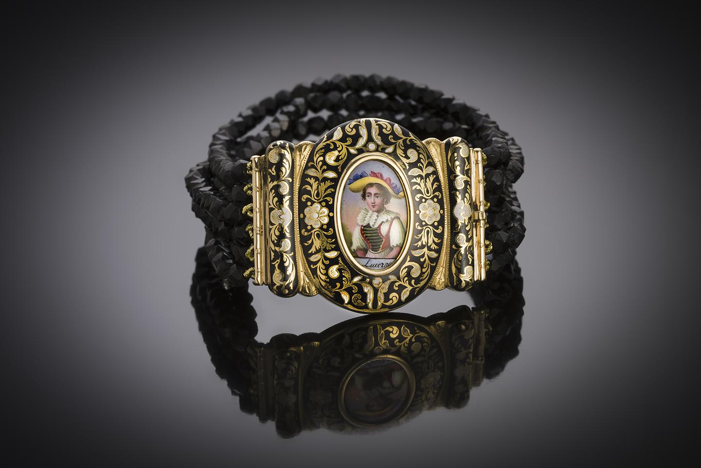 Bracelet XIXe siècle miniature entourée d'émail et jais taillé à facettes-1