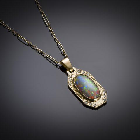 Pendentif et sa chaîne opale et diamants vers 1910 – 1920