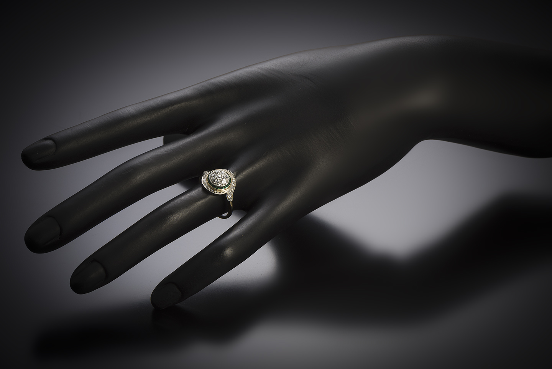 Bague « tourbillon » diamants émeraudes calibrées-2