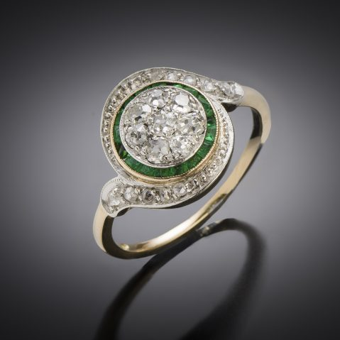 Bague « tourbillon » diamants émeraudes calibrées
