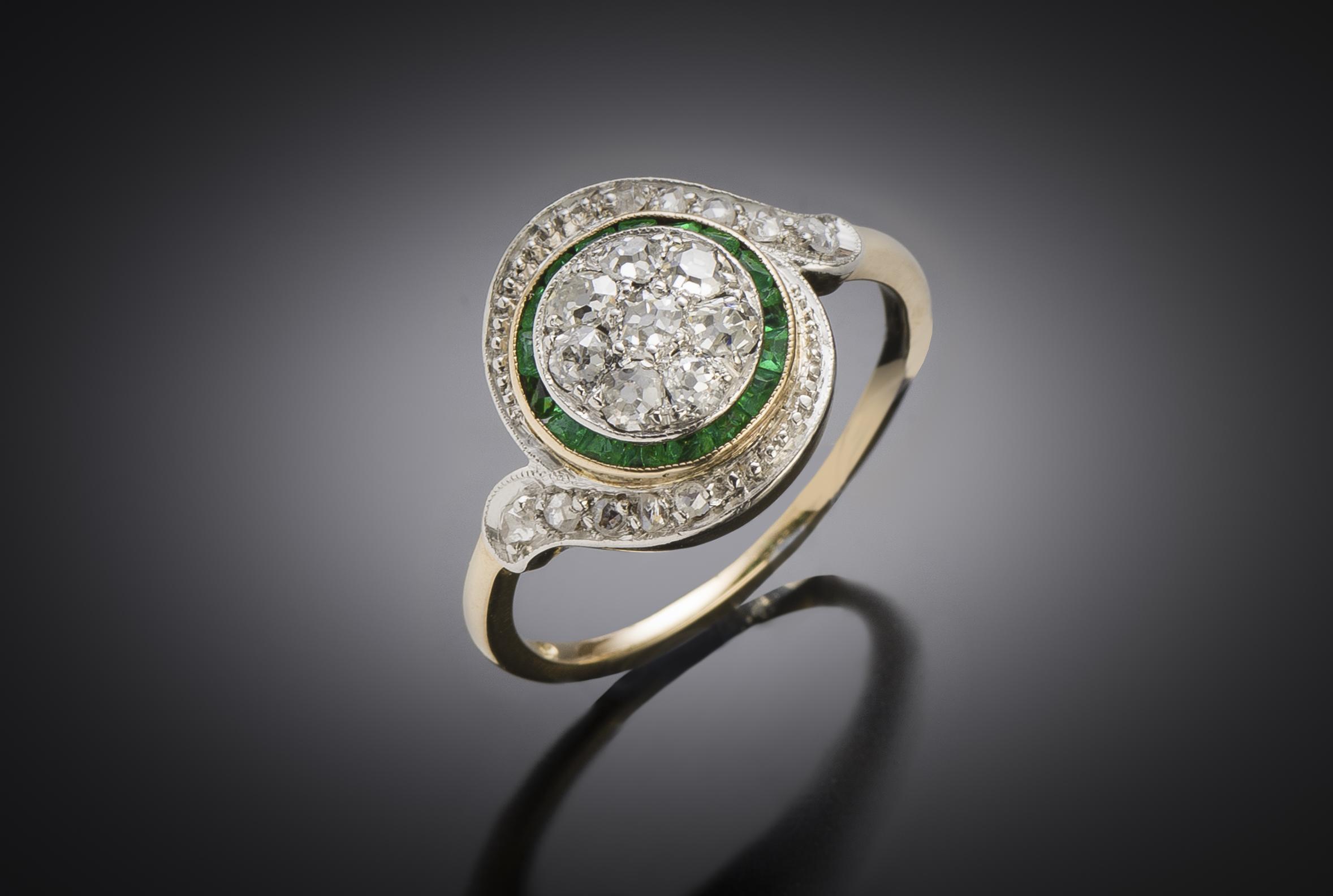 Bague « tourbillon » diamants émeraudes calibrées-1