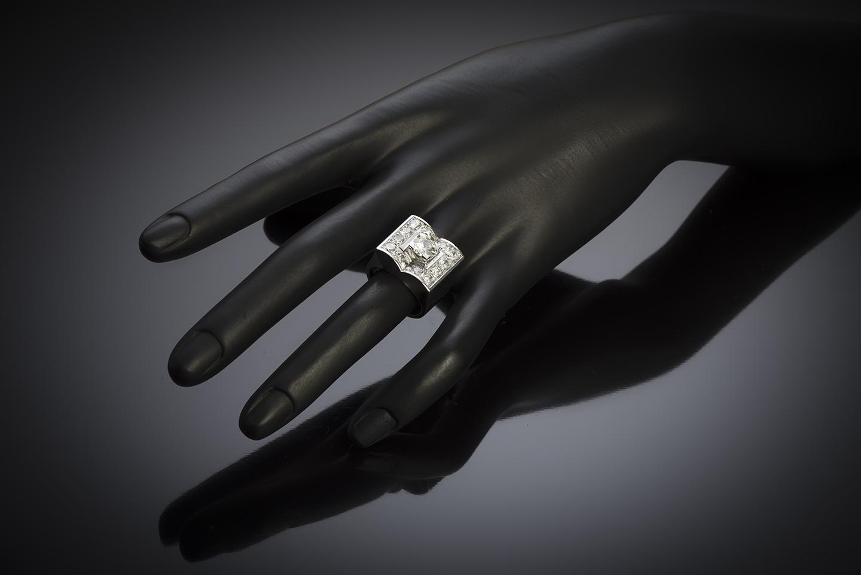 Bague moderniste vers 1935 diamants (2,80 carats centre 1,01 carat)-3