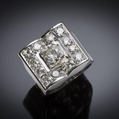Bague moderniste vers 1935 diamants (2,80 carats centre 1,01 carat)