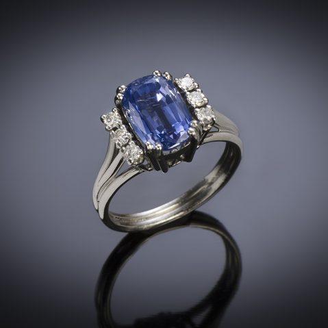 Bague vintage saphir naturel de 3,10 carats (certificat Laboratoire) diamants, vers 1950