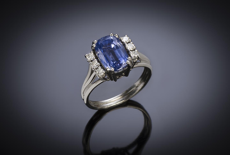 Bague vintage saphir naturel de 3,10 carats (certificat Laboratoire) diamants, vers 1950-1