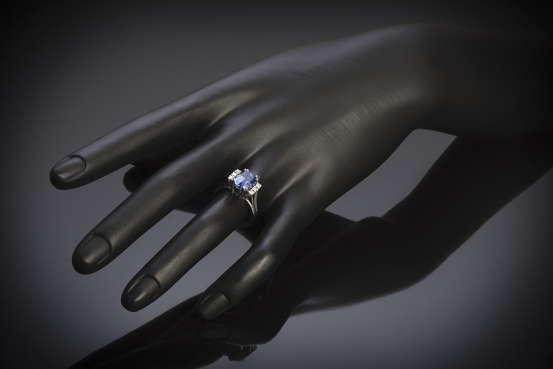 Bague vintage saphir naturel de 3,10 carats (certificat Laboratoire) diamants, vers 1950-3