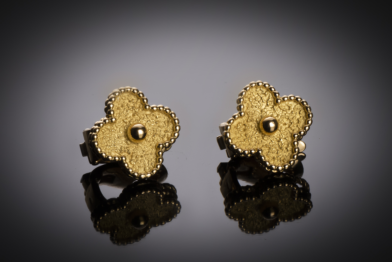 Boucles d'oreilles Van Cleef & Arpels vintage Alhambra vers 1970-1