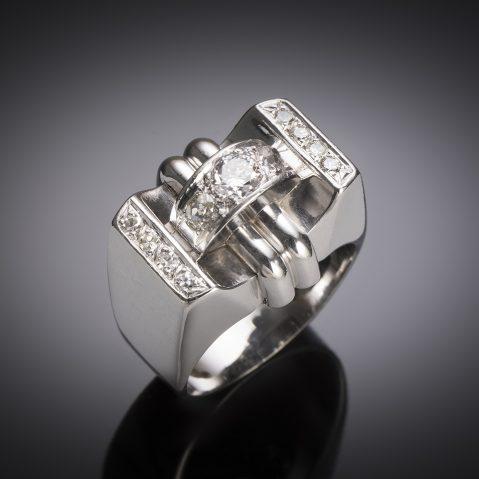 Bague moderniste vers 1935 diamants