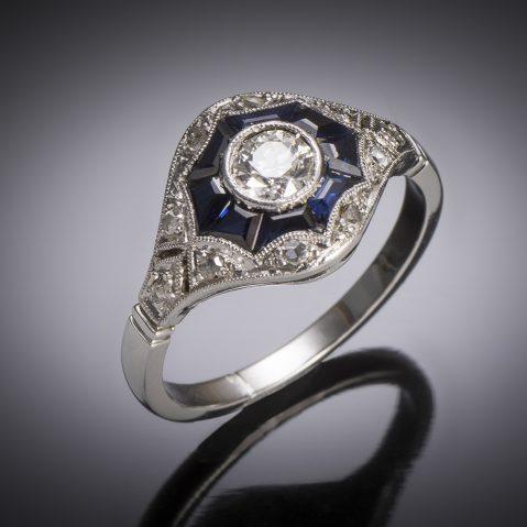 Bague Art Déco diamants saphirs calibrés en platine et or