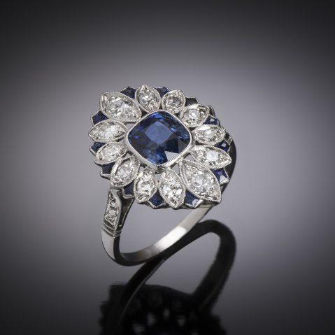 Bague Art déco saphir naturel, non chauffé bleu intense (certificat laboratoire CGL), saphirs calibrés et diamants